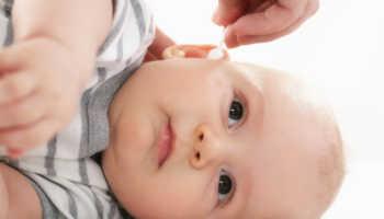 Темная сера в ушах у ребенка