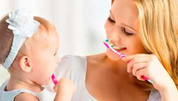 С какого возраста ребенку чистить зубы
