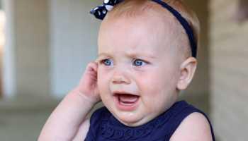 За ухом припухлость у ребенка